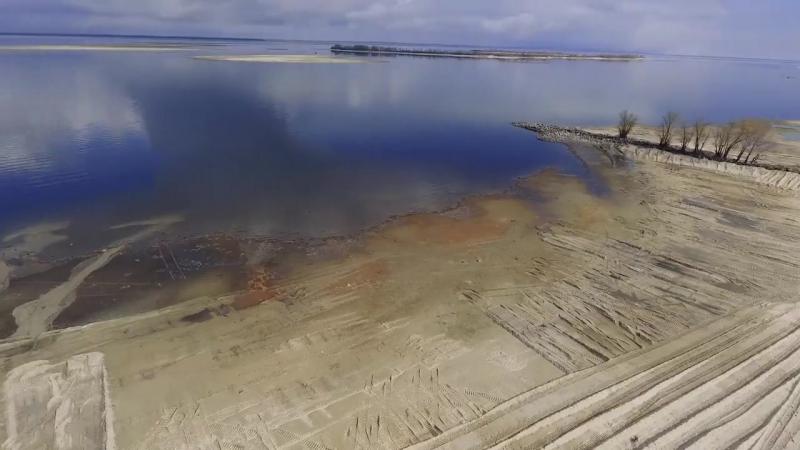 У Черкасах тривають роботи із облаштування пляжа Пушкінський. Відео зі сторінки Володимира Гусаченка.