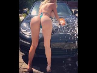 Nicolette Shea горячая порно модель моет тачку [ большие огромные сиськи упругая жопа попка соска любительское на вебку домашнее