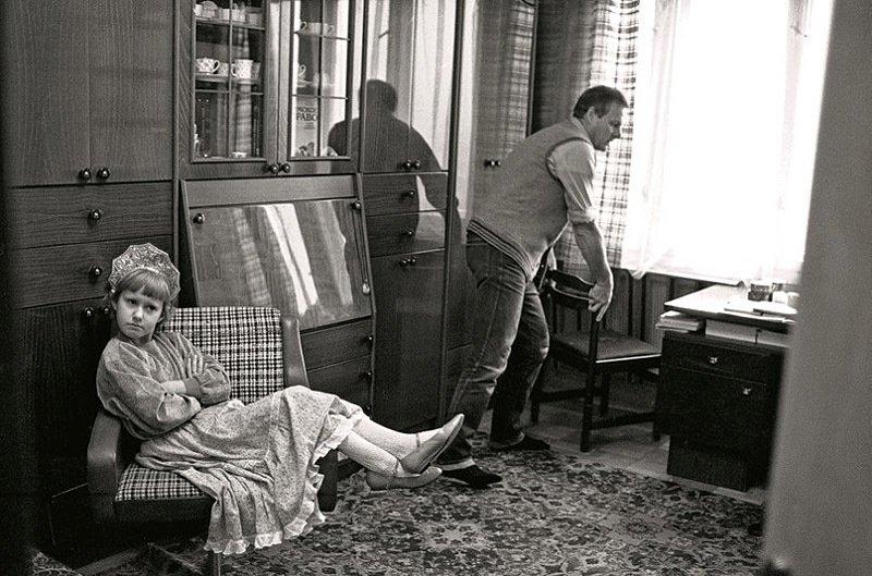 Ксения Собчак с отцом в Петербургской квартире. Россия, 1990-е.