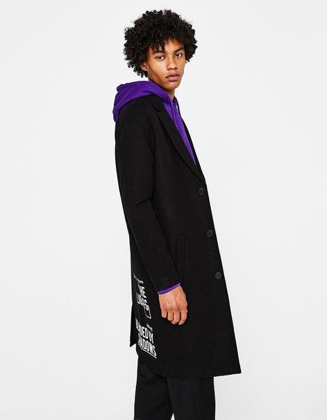 Драповое пальто с надписью на спине