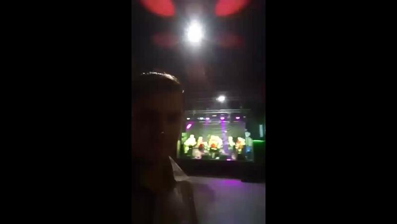 Друг за свой счёт пригласил на панк-рок концерт:D