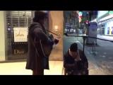 Бездомный попросил уличного музыканта подыграть ему. Их «Summertime» разорвал Интернет! Вот он, талант из народа!