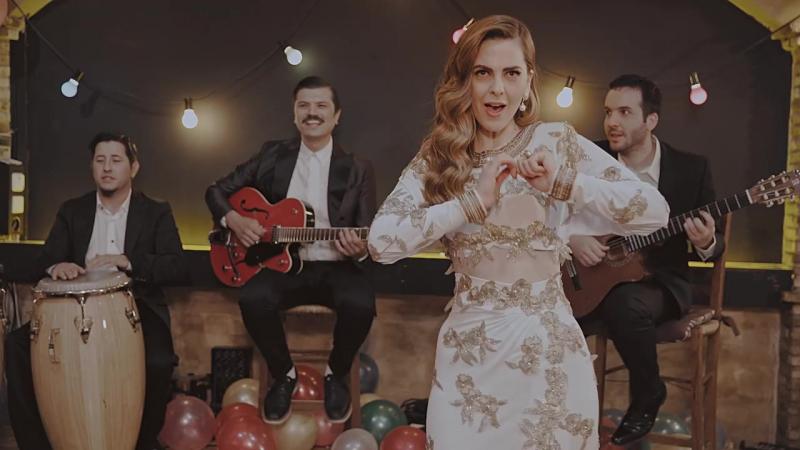 Ρένα Μόρφη a.k.a. Σούλη Ανατολή - Όταν Σου Χορεύω (Official Music Video) (1)