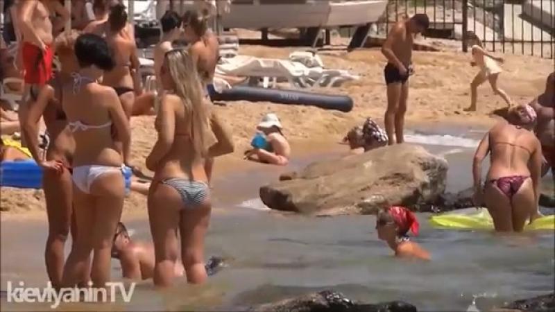Девушки на пляже Крыма Отдых в Коктебеле