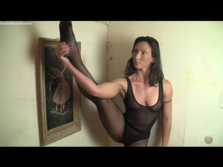 Wenona - shes ready to give you a hand job. but first, she wants her muscles worshiped
