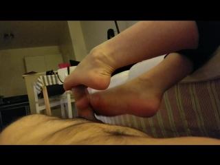 дрочит парню ногами Shavelle Love - Teasing Yoga Pants sc 2