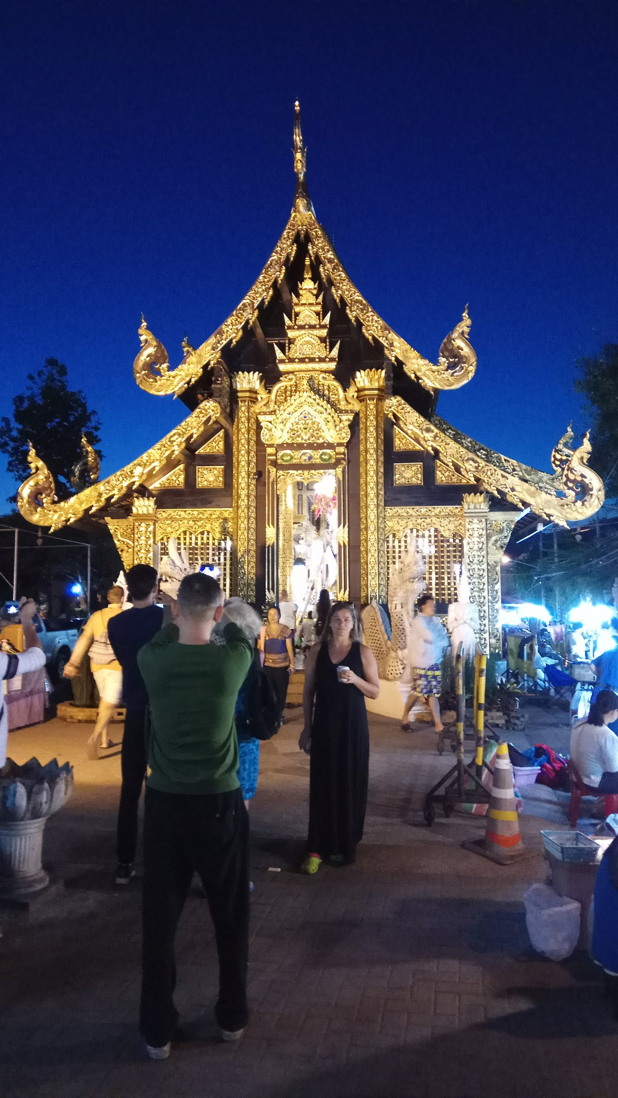ночной рынок в Чаианг Май таиланд