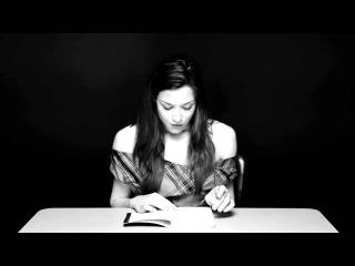 Порноактриса Стоя Stoya читает книгу на вибраторе 18+