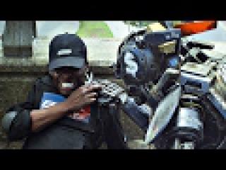 Die Antwoord и робот Чаппи проводят налёт на инкассаторов. Робот по имени Чаппи.
