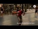 Бадди Ли демонстрирует мастерство прыжков со скакалкой