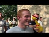 Полицейская академия в США тестирует кадетов на невозмутимость при помощи резиновой утки