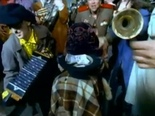 Алла Пугачева - Мал-помалу (клип, 1998 год)