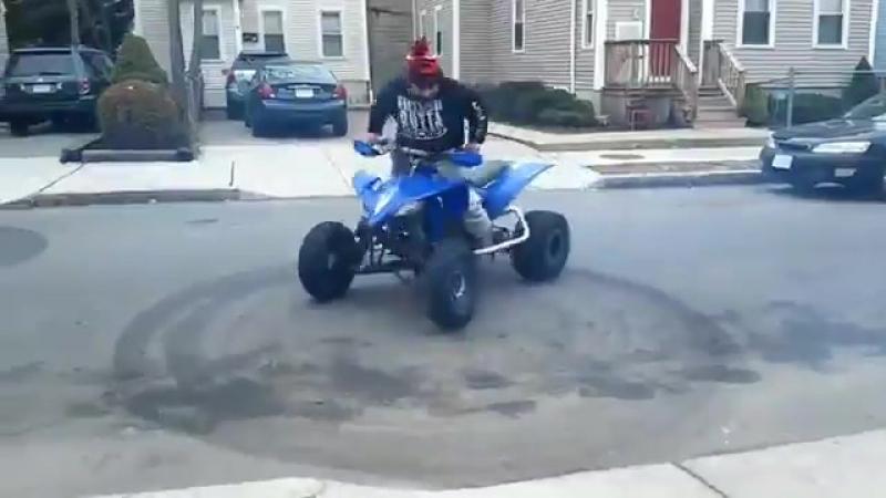 Немного неудачный дрифт на квадроцикле