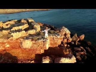 Στάθης Κίος - Όλοι περνάνε καλά | Stathis Kios - Oloi pernane kala ft Sofillas (Official Video Clip)