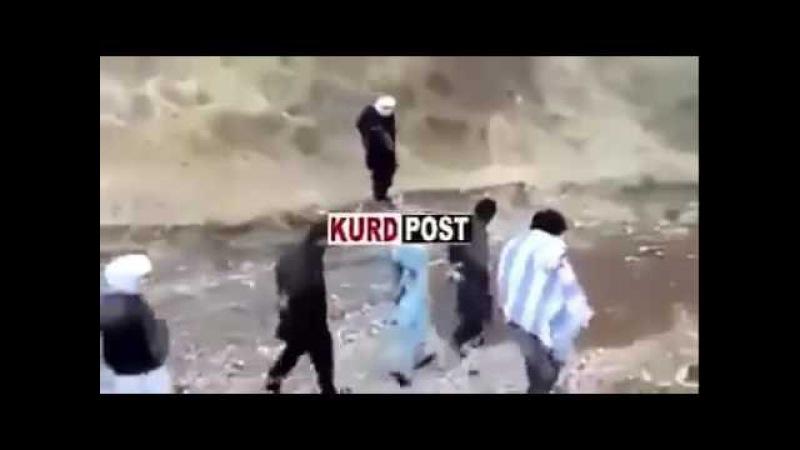 Inacreditável! Prisioneiro Consegue tomar arma de terrorista e evitar sua execução!