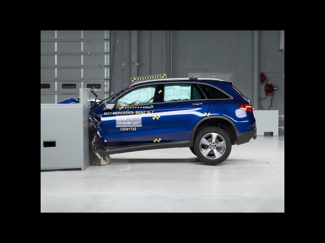 2017 Mercedes Benz GLC driver side small overlap IIHS crash test