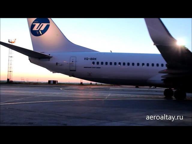 Boeing 737 ЮТэйр в аэропорту Толмачево