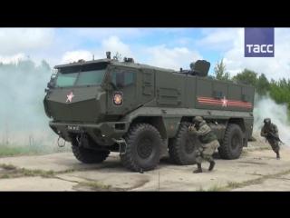 Учения спецназа с применением бронеавтомобилей Тайфун