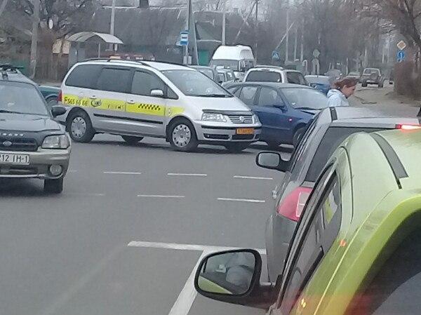На Пушкинской в ДТП попал таксист, были затруднения в проезде