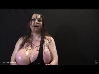 Зрелая трясёт сиськами на камеру, Samanta Lily box bounce milky big huge milf mom tit boob oil (Инцест со зрелыми мамочками 18+)