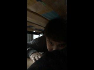 Дрочим под кроватью!