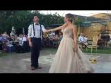 Это просто не вероятно что они вытворяют на свадьбе ! Танец жениха и невесты . Приколы