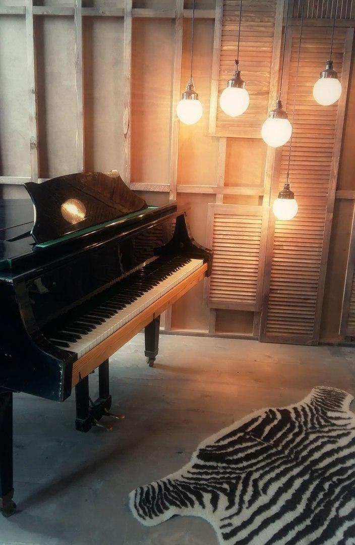 кембриджская фотостудия на час спб с роялем спектакль, котором васильев