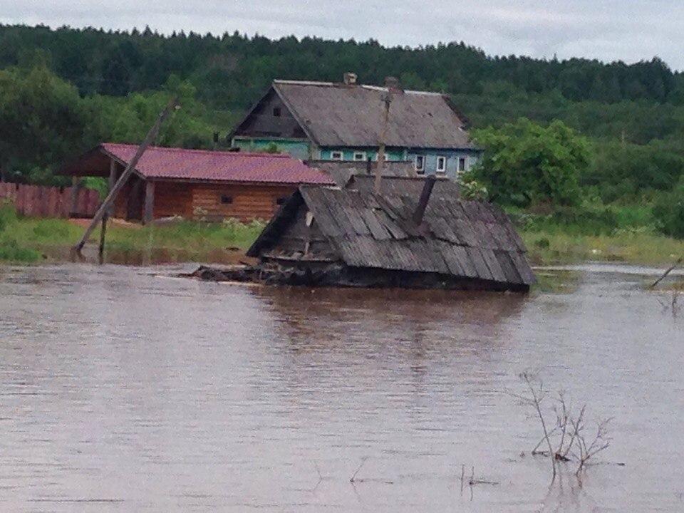 ВЛенинградской иНовгородской областях затопило деревни идороги