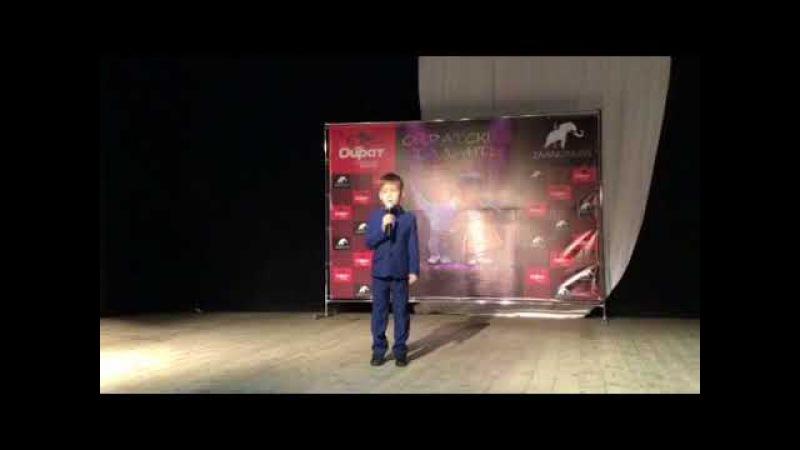 Саша Джеваков читает стихотворение Евтушенко Людей неинтересных в мире нет на ...