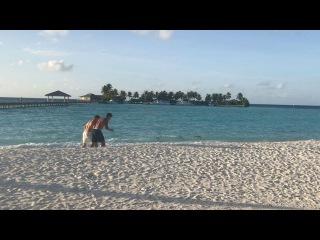 Антон Гусев на Мальдивах устроил соревнования с качком из Германии