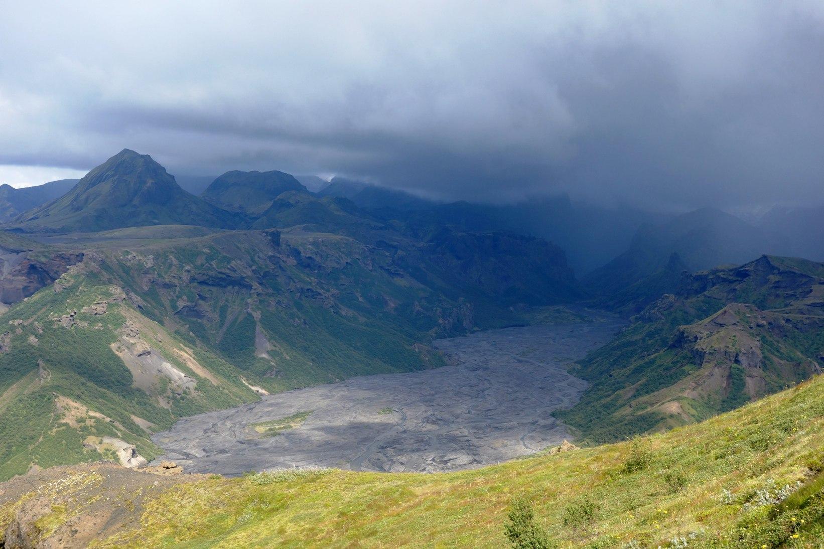 Исландия, вид с гор во время дождя