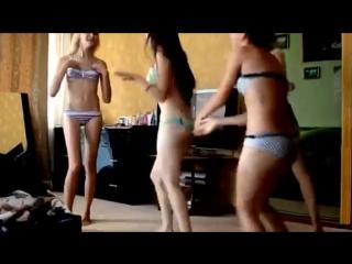 Юные_молодые_телочки_эротические_танцы___студентки_школьницы_секси_жопа_попка_сиськи_титьки_горячие_развратные_играют_не_порно_