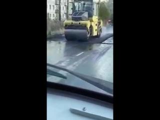 Малышевские дорожники во всю используют новые технологии при укладке асфальта Видео очевидцев.
