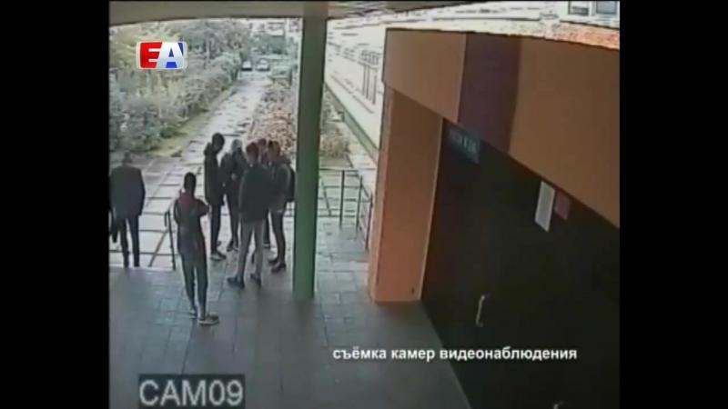 Сразу три кандидата в депутаты от «Справедливой России» были замечены на избирательных участках с подозрительными пакетами.