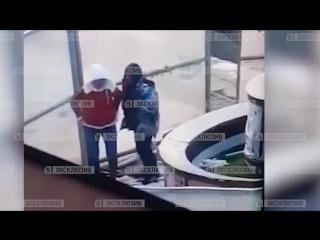 Пара занялась жарким сексом в мороз на улице у аэропорта Домодедово
