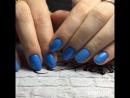 Насыщенные голубые ноготки с блёстками