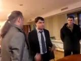 Нападение свободовцев на телепродюсера Пантелеймонова за трансляцию подписания договора о воссоединении Крыма (18 марта 2014) :