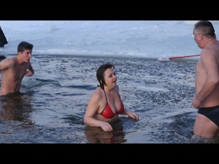 Купание в проруби 2017. 2 На крещение. Гомель. Купание зимой. Bathing in the hole 2017. Gomel.