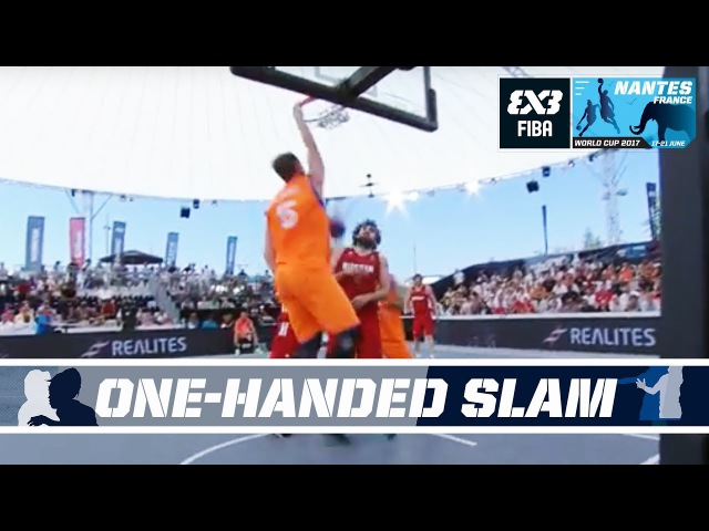 Bas Rozendaal with a one-handed slam! - FIBA 3x3 World Cup 2017