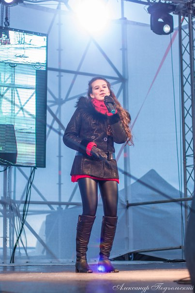 Ирэн Трофимова ,ученица отделения 'Вокал и продюссирование' принимала