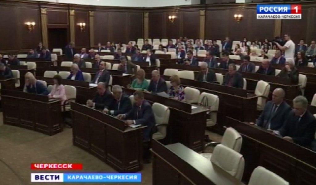 В Доме Правительства прошла очередная 35-я сессия Народного собрания республики