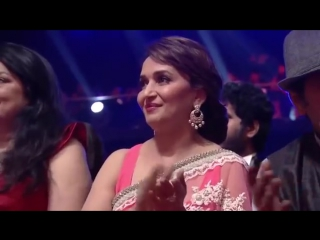 Arijit Singh gets Shahrukh Khan down on his knees at the 6th Royal Stag Mirchi Music Awards - YouTube.MP4