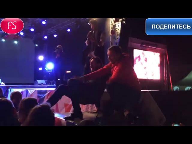 Александра Ревву облапали,разули и отобрали микрофон в Кошелеве Видео- youtu.be/UYplU7gzy1k