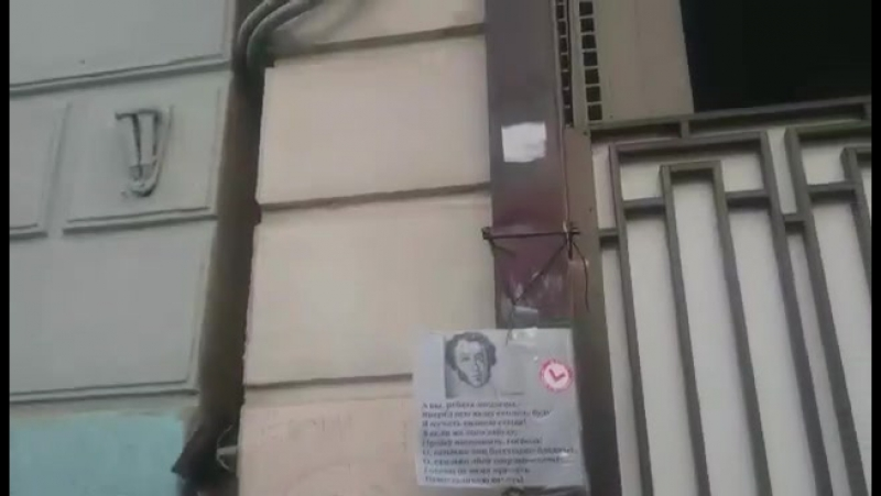 Горшок на голове у Немцова....