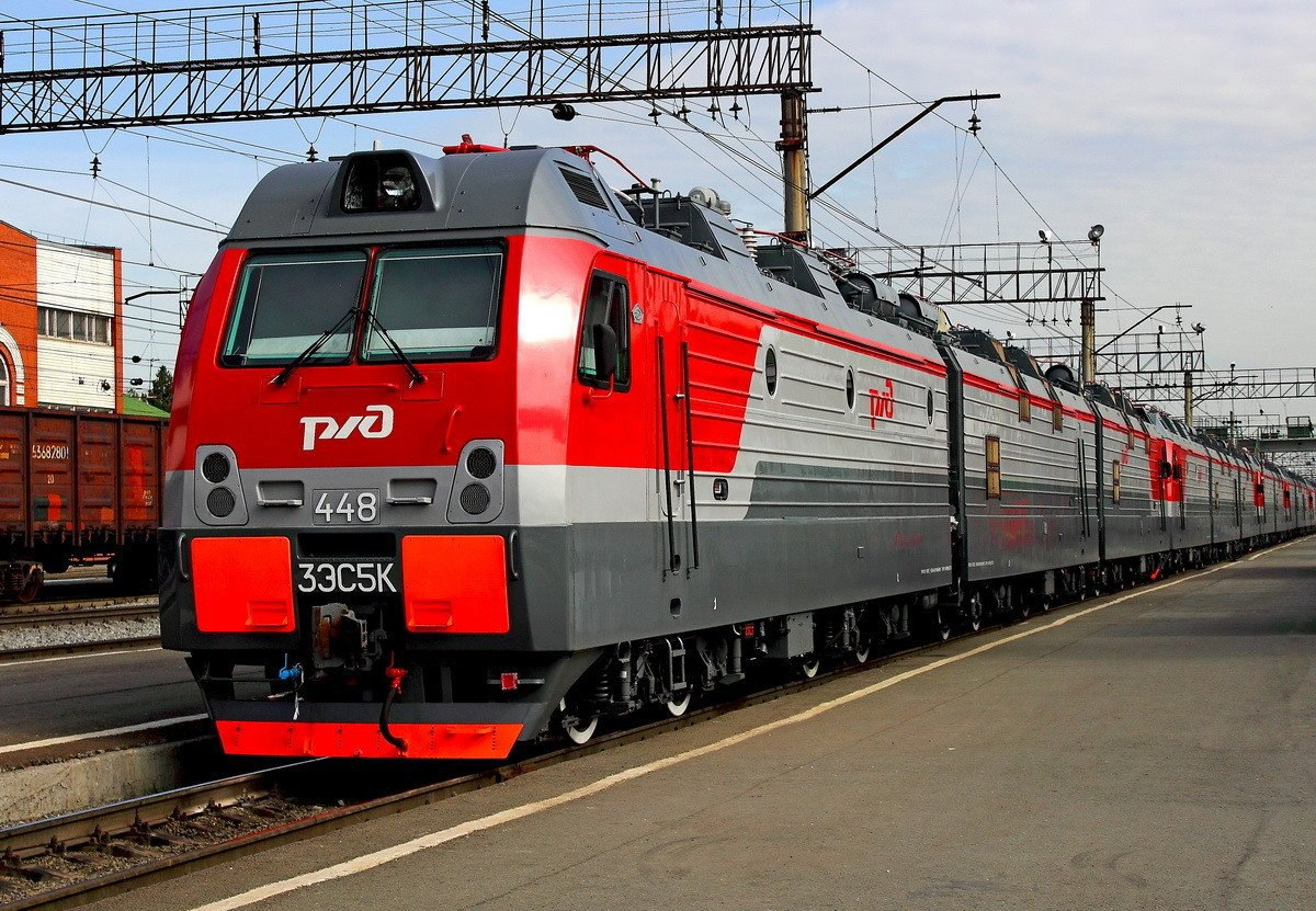 В Симферополе начали маркировать поезда знаками РЖД