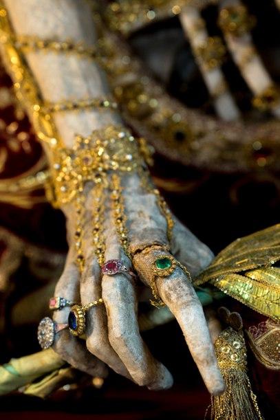 Драгоценные скелеты в золоте и алмазах