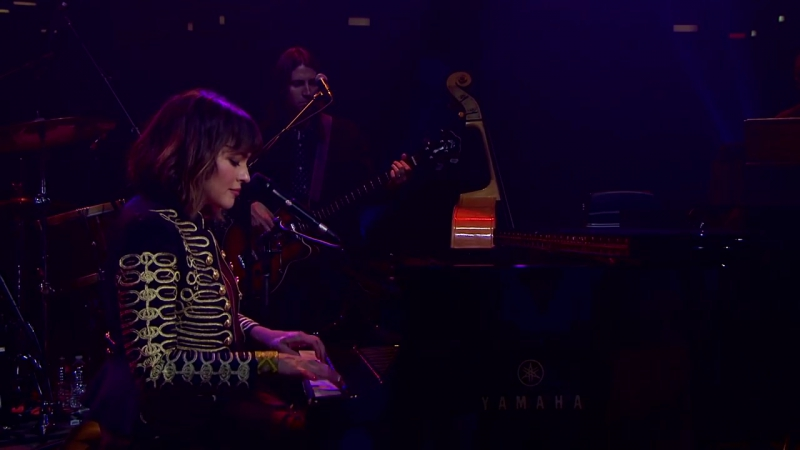 Norah Jones - Carry On (Live From Austin City Limits)