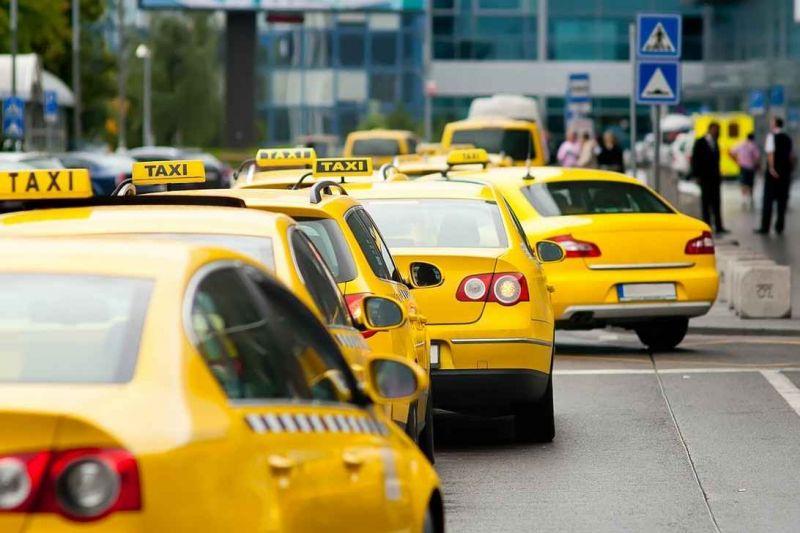 В Симферополе задержали таксиста, который обокрал свою клиентку