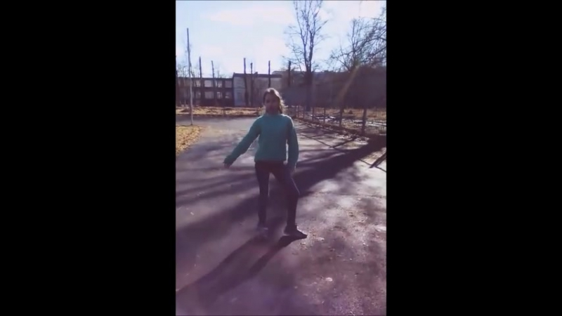 Женя танцует на улице под песню MiyaGi Эндшпиль - ТАМАДА