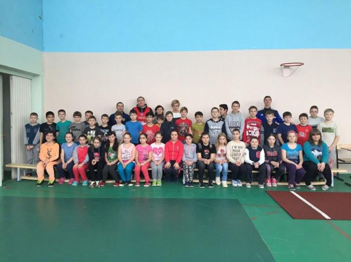 Более 300 учеников симферопольских школ № 7 и № 16 выполнили нормативы ГТО